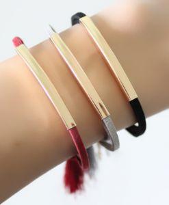 Bracelet suède pompon noir