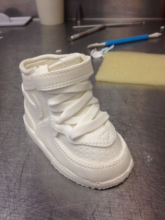 Cake Decorating Baby Shoe Template : 32 best images about Fondant shoes on Pinterest Fondant ...
