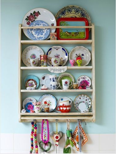 Definitely getting a dish rack like this for my dining room and filling it with German dishes. :)