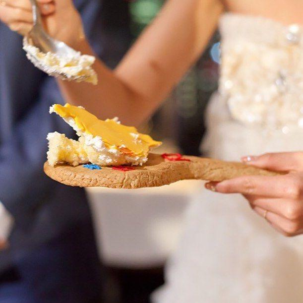 いいね!14件、コメント1件 ― パークバンケットさん(@theparkbanquet_wedding)のInstagramアカウント: 「ファーストバイトは 新婦様手作りのビッグクッキー♪  #結婚式 #挙式 #披露宴 #ウエディング #ウエディングパーティ #ウエディングフォト #新郎新婦 #ファーストバイト #プレ花嫁…」