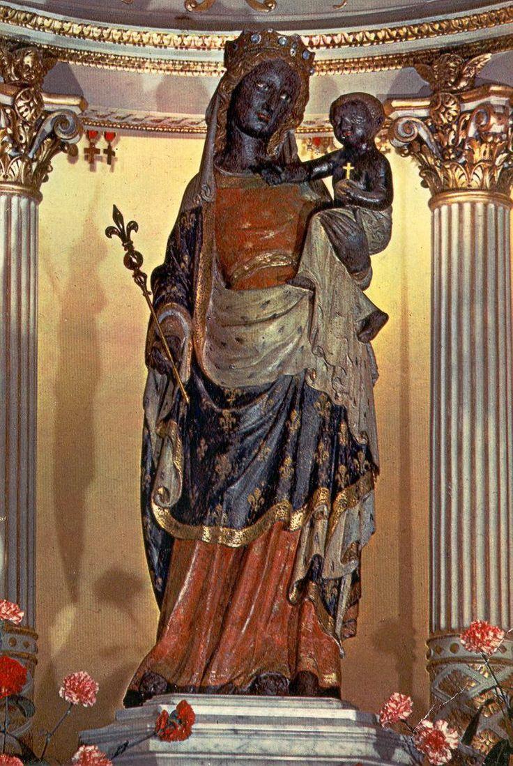 Je vous supplie, ô très sainte et sacrée Vierge Marie, digne Mère de Dieu ! d'avoir pitié de moi, pauvre, pécheur, de m'obtenir de votre très cher Fils, notre Sauveur Jésus-Christ la sainteté et la santé du corps et de l'esprit, ainsi qu'il sera convenable pour sa plus grande gloire et pour mon salut
