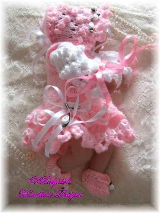 "FREE Frilly Pinafore Set 8-13"" dolls-free knitting pattern"