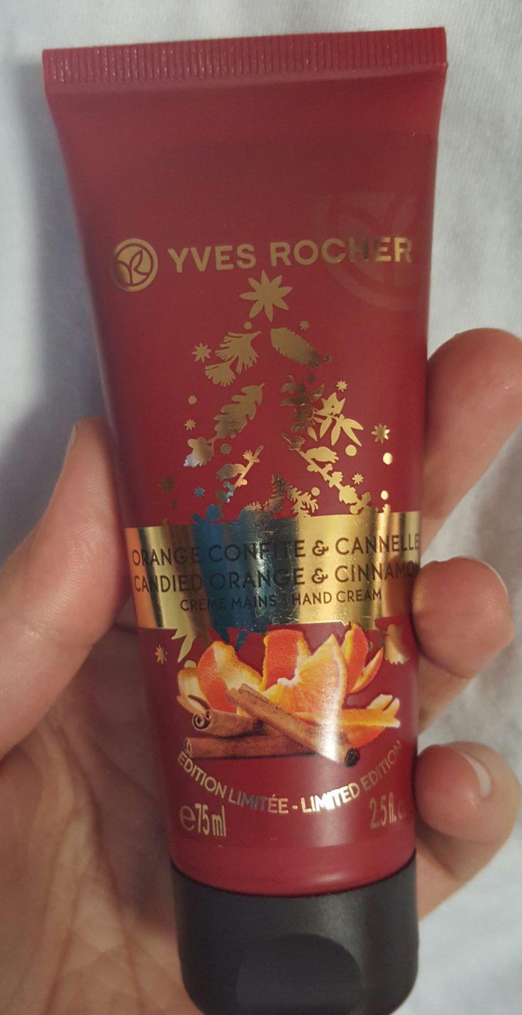 Je vous présente un des produits phares proposé par Yves Rocher en ce moment même. Il s'agit de la crème mains orange cannelle de l'édition limitée spécial Noël. Ces éditions se déclinent en 2 aut...