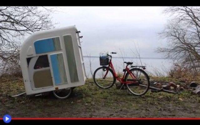 A chi potrà servire questa roulotte a pedali? Idee pratiche, trovate intelligenti, tecnologie semplici e risolutive. Per quanto concerne i trasporti, non c'è mai carenza di fenomenali innovatori, tavolo da progettista nello studio, che s'impegna #invenzioni #campeggio #ciclismo