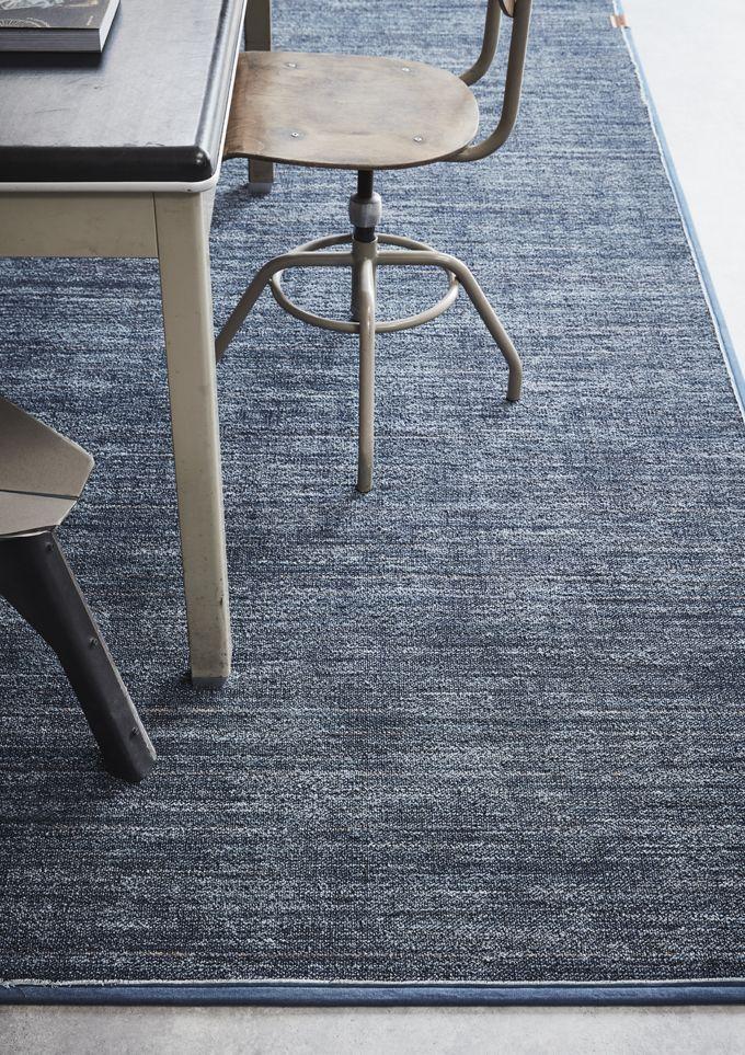Desso Denim: ruig en verweerd, duurzaam en comfortabel. Als tapijt en karpet leverbaar! Past goed binnen een industriële inrichting!