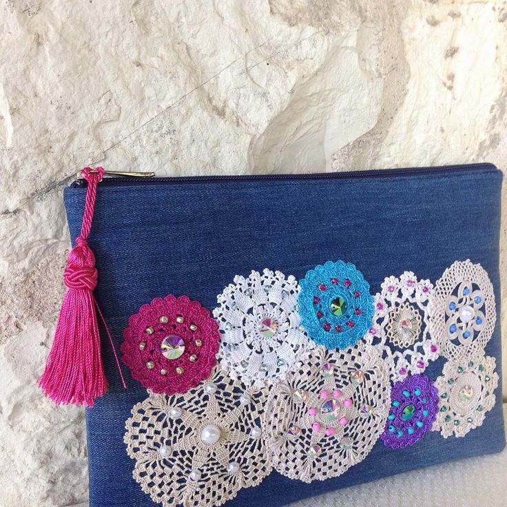 """93 Likes, 13 Comments - Ebroos Handmade Bags (@ebroos_bags) on Instagram: """"YENİ  NEW Denim kumaş üzerine tığişi, boncuk ve kristallerle işli el yapımı portföy çanta 29x20…"""""""