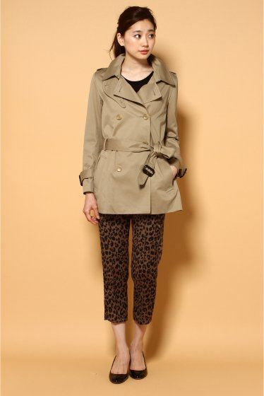 レオパード柄のパンツがインパクトあり!ショートトレンチコートのコーデ☆スタイル・ファッションの参考に♡