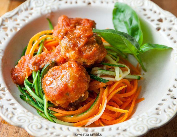 Pulpeciki mięsne z kaszą jaglaną w sosie pomidorowym