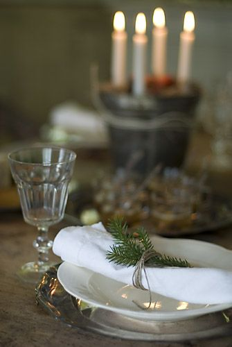 simply elegant place setting idea. change up the the greenery/floral with the season!