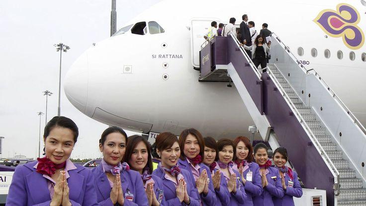 Pilotos novatos con más de 100 pasajeros: Tailandia, en la lista negra de la aviación. Noticias de Mundo. Pocas aerolíneas trabajan su imagen como Thai Airways. Y sin embargo, la aerolínea controlada por el Gobierno ha entrado, junto al resto de compañías, en la lista negra de la aviación de EEUU