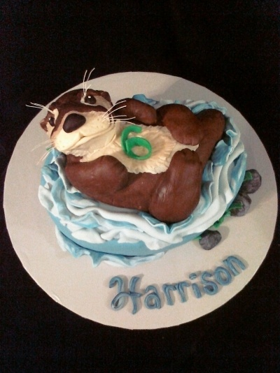 I love otters, this is such a cute cake