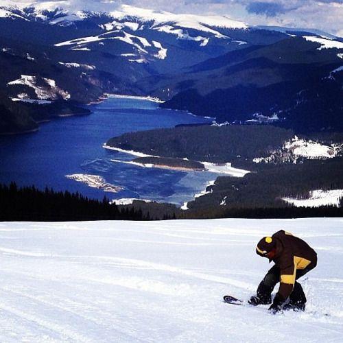 Snowboarding în #Voineasa, județul #Valcea Foto © @st_dragos #romaniamagica