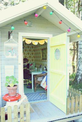 Een mooi speelhuisje voor in de tuin. - Hip Huisje