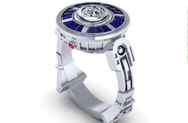 Envie d'une bague Sailor Moon ou d'une alliance Doctor Who ? Il y a même le modèle Dalek ou Zelda sur la boutique Paul Michael Design !