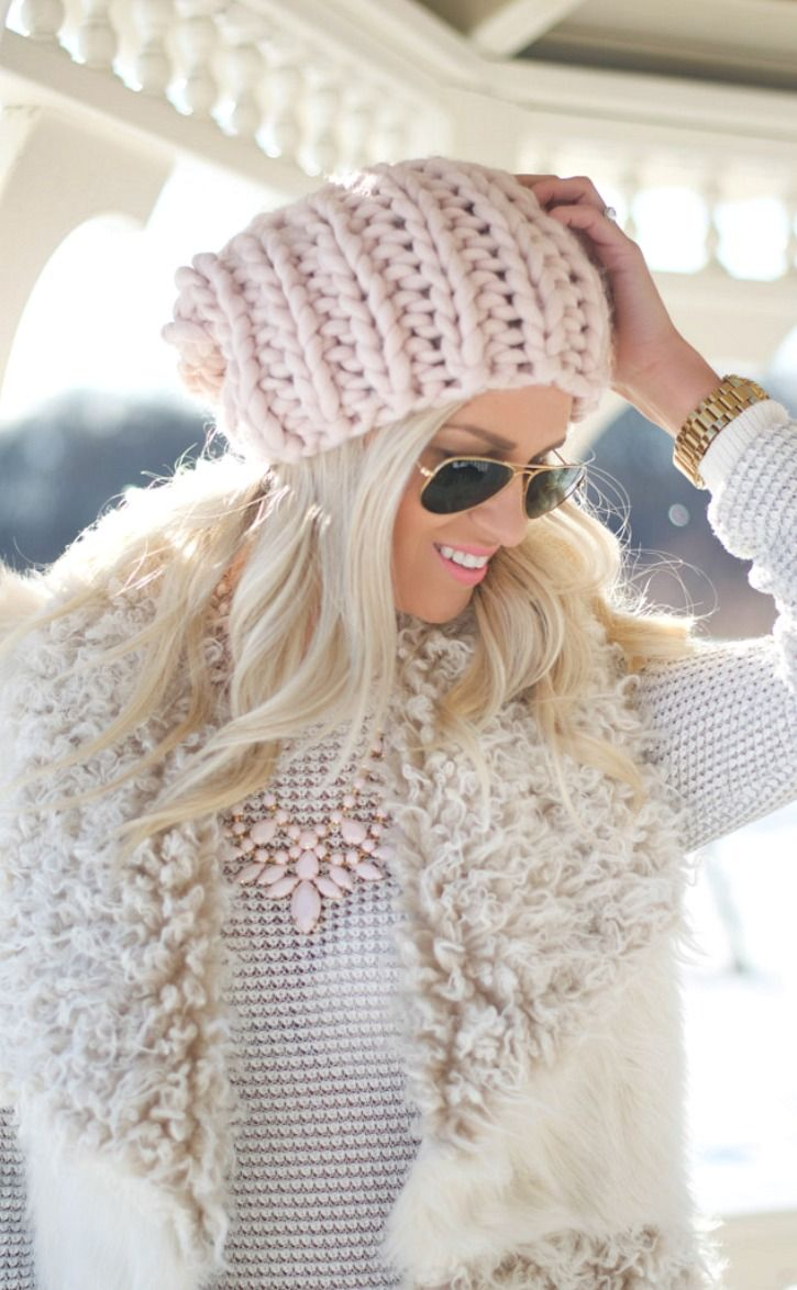 Light colors for winter! Aviators & hat with a fur vest: