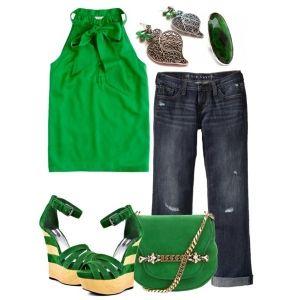 С чем носить зеленые босоножки: зеленая кофточка, укороченные джинсы и зеленая сумка