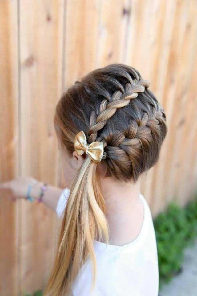 Dos Trenzas Al Costado Y Una Coleta Muy Hermosa Peinados Con Trenzas Para Ninas Trenzas De Ninas Peinados Infantiles