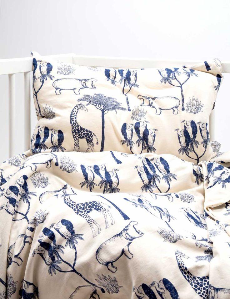 Quand on commence à décorer la chambre de bébé ou des enfants, chaque détail compte. Comme le linge de lit quipeut servir defil conducteur du décor. Il apporte une touche à la fois graphique et c…