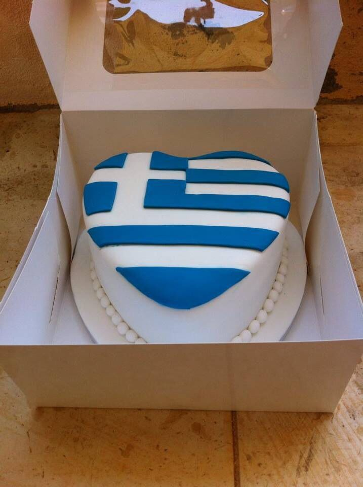 Greek flag wedding cake heart shape in the box by MOMENTS weddings & events