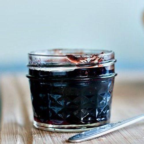 Терпкая вишня и вкус темного шоколада в баночке домашнего мармелада от SeasonMarket. Отличный десерт к чаю для ценителей сладкого!