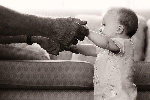 « Les oncles, les tantes et les cousins, c'est bien. Les parents, c'est à ne pas négliger. Mais une grand-mère les vaut tous ! ♥ » - Fanny Fern -