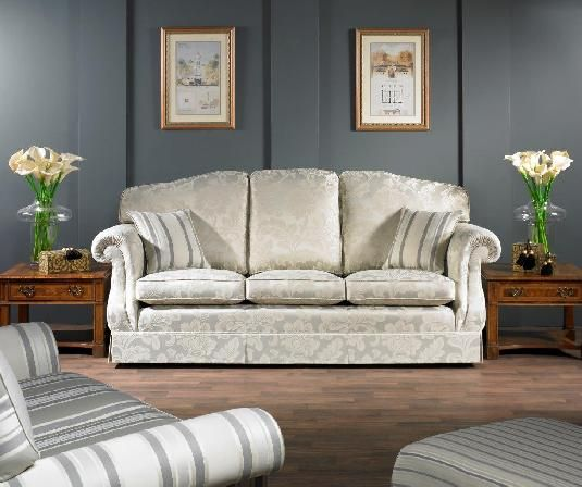 THE FLATWEAVE #upholstery #tapiceria #tapisseria #fabrics #tejidos #teixits #ross #rossfabrics #ontariofabrics #sofa #classic #clasico