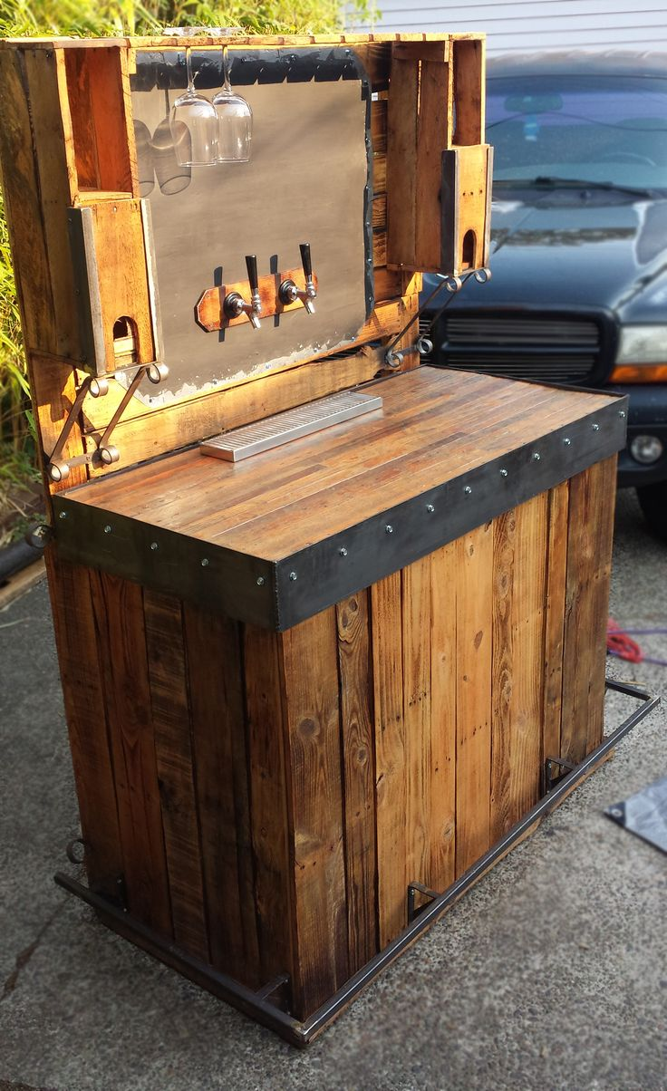 Beer bar made from pallets holds two chilled kegs two wine boxes and has a chalkboard menu Home bar furniture with kegerator
