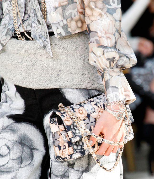 Частные самолеты, бриллианты и флаг Chanel — французский Дом выпустил эмодзи