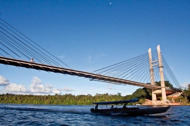 Le pont sur l'Oiapoque Amapa Brésil