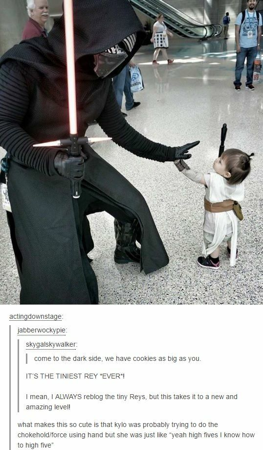 Aww, tiny Rey