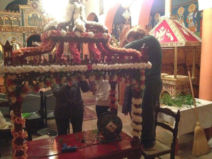 haradiatika lefkada: Ο στολισμός του Επιταφίου στο Μεγ. Αυλάκι