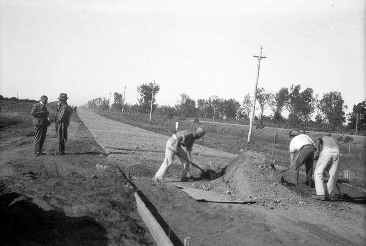 Great old photo :-)  1930 Spreading limestone  between Mildura and Red Cliffs, Mildura. www.vicroads.vic.gov/centenary