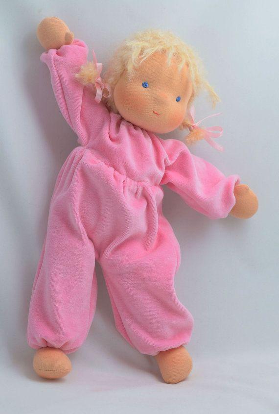 boucle Poupée Waldorf. Jouets Waldorf, poupées douces, bébé Waldorf, bébé nid d'ange