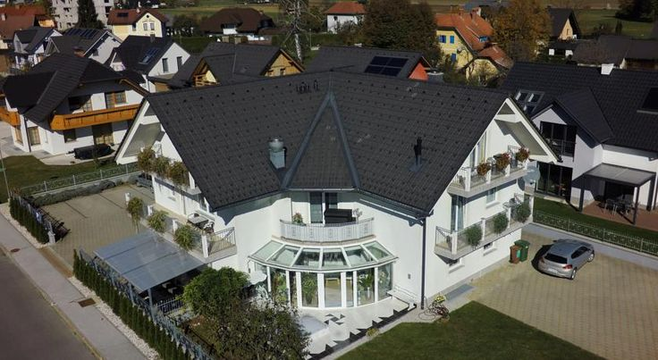 Penzion Kovac Radovljica Penzion Kovac is located in Radovljica near the main highway from Ljubljana to Austria and offers visitors a beautiful view of the Julian Alps.  The rooms feature free internet access, TV with international channels and a minibar.