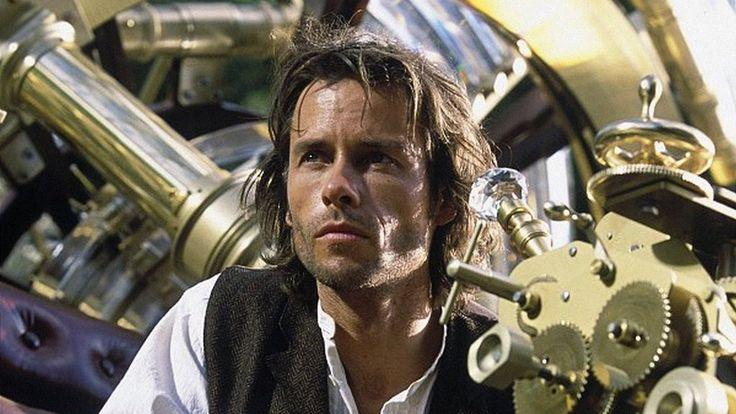 """#Sciences """"La Machine à explorer le temps"""" 2002 de Simon Wells avec Guy Pearce, Samantha Mumba sur @LaChaineRTL9"""