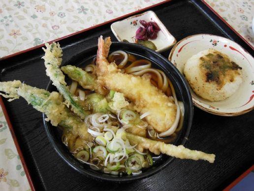 山菜うどん & 味噌おにぎり   農家レストラン「食彩あぐり」|やまがた庄内観光サイト