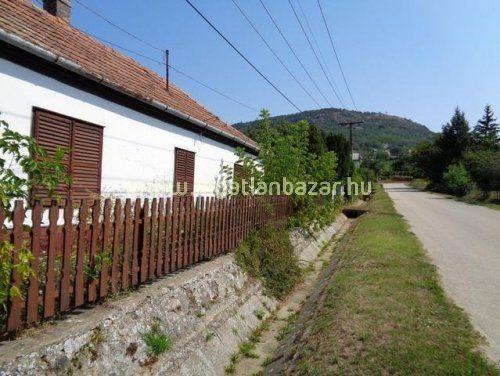 Balaton-felvidéken családi ház eladó! | ingatlanbazar.hu