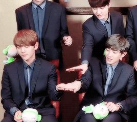 I squealed so much at this. Look at how everyone backs away because they know never to interfere with BaekYeol time. Chanyeol's expectant face as he waits for Baekhyun's answer and without hesitation, Baekkie already knows its his Bae.