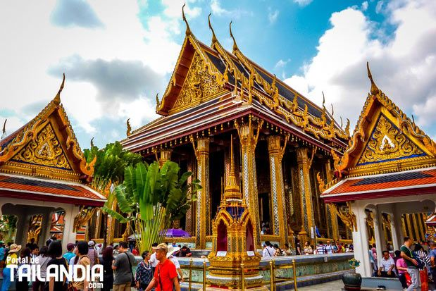 El Wat Phra Kaew es el templo del buda esmeralda en Bangkok es uno de los lugares más famosos de la capital de Tailandia junto al Gran Palacio Real. #bangkok #tailandia #templos #budaesmeralda #granpalacio #vacaciones #viajar  http://ift.tt/2s8wz4X