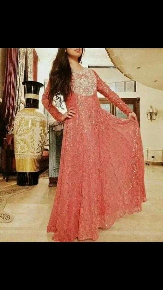 Pretty neck kaam and lace style