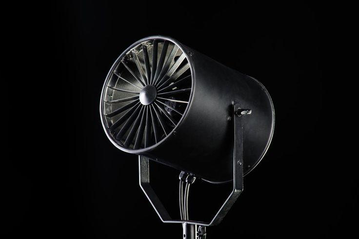 Blackout Studio - Kiralık Fotoğraf Stüdyosu Mecidiyeköy /  Moda çekimlerinin vazgeçilmez aksesuarı, rüzgar makinesi