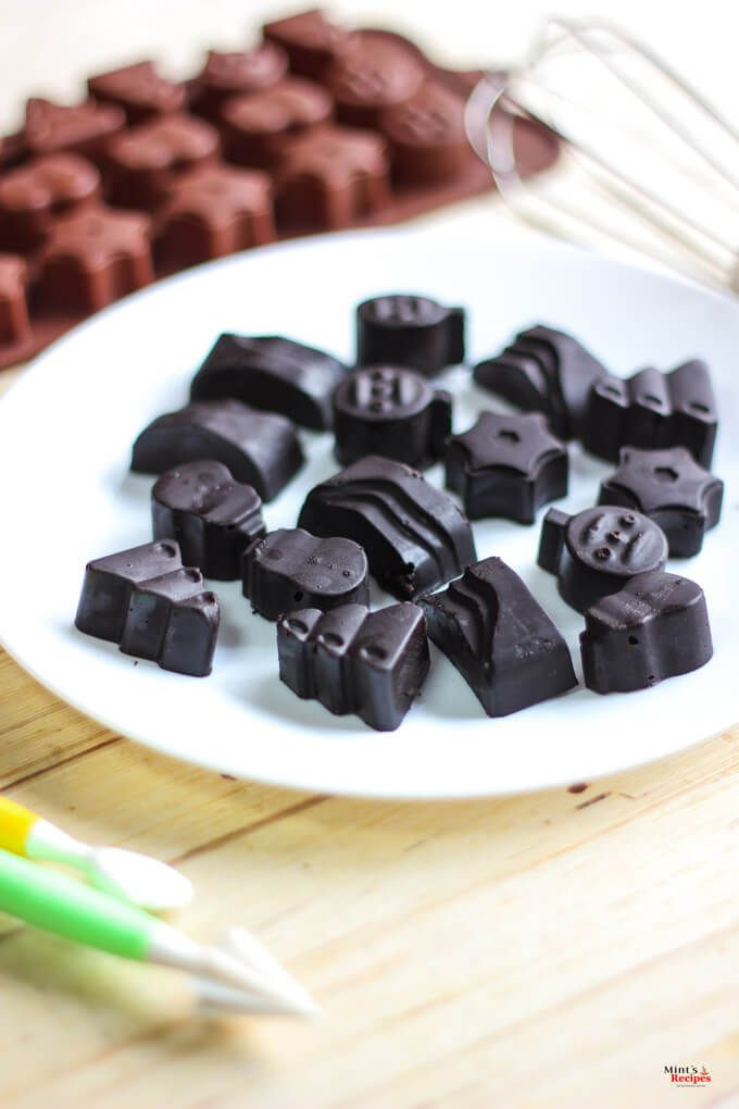 Make chocolates at home with this simple homemade chocolate recipe with video in Hindi