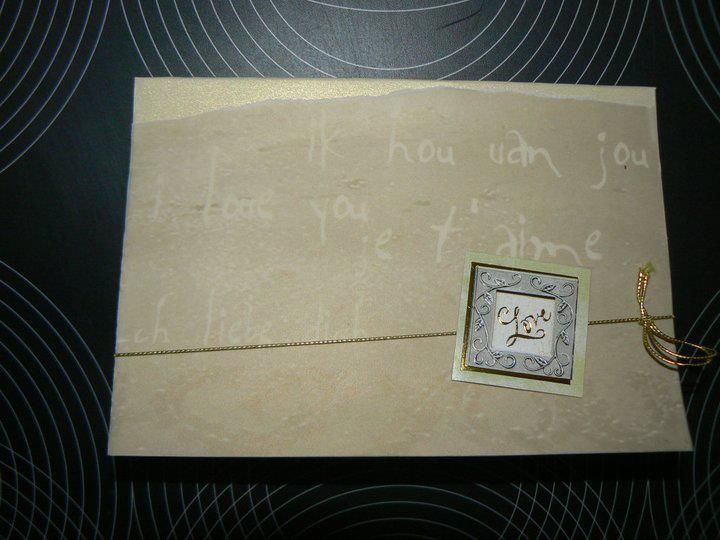 Valentijn wenskaart  - Kalkpapier velletje en kaartje met strik  gerecycleerd uit trouwkaarten boek