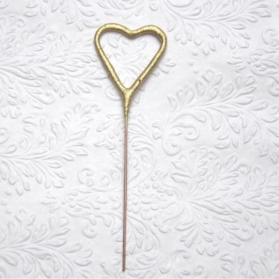 prskavka- malé zlaté srdíčko. Skvělé na dekoraci jako svatební prskavky
