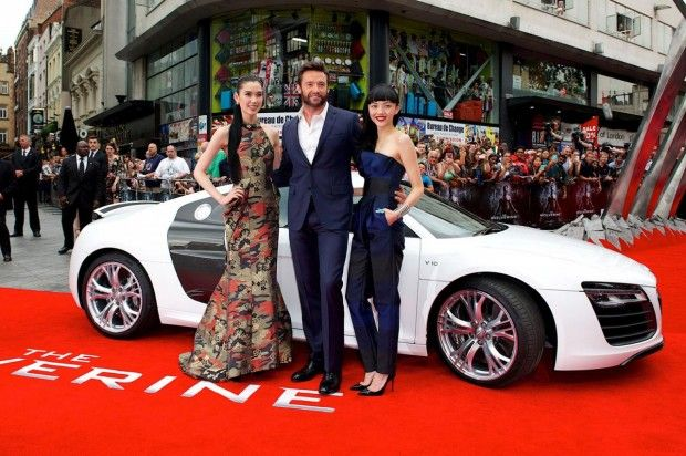 """Wolverine """"pilotando"""" o Audi R8 V10 Plus Spyder :: Jornal do Homem"""