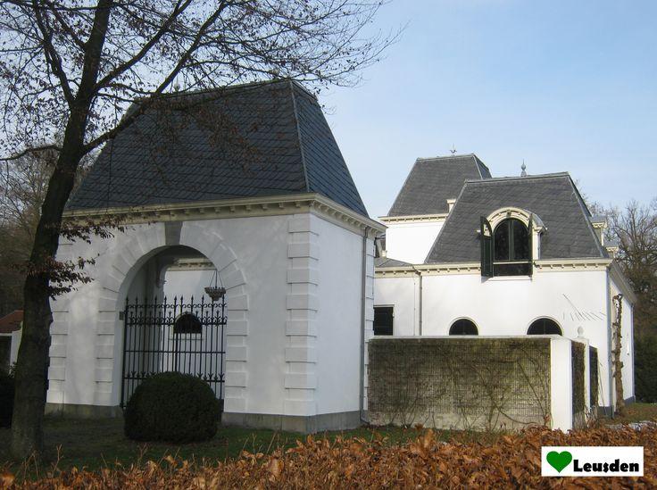 Voormalig koetshuis uit 1890 op landgoed Den Treek