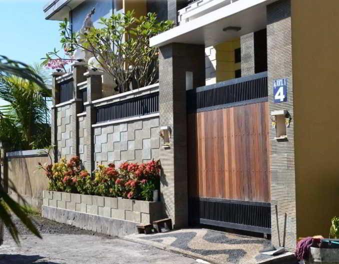 Desain Pagar Rumah Cantik Kombinasi Kayu Besi dan Batu