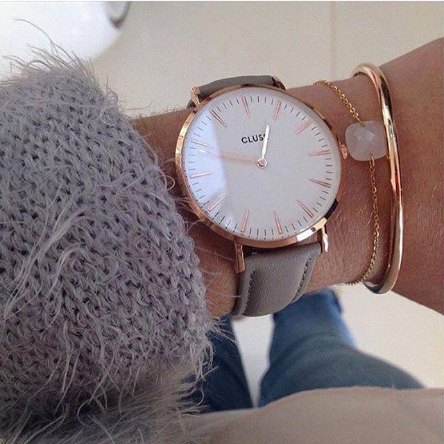 Eine schöne Kombination aus roséfarbenen Goldschmuck, unter anderem dieser tollen CLUSE Uhr!