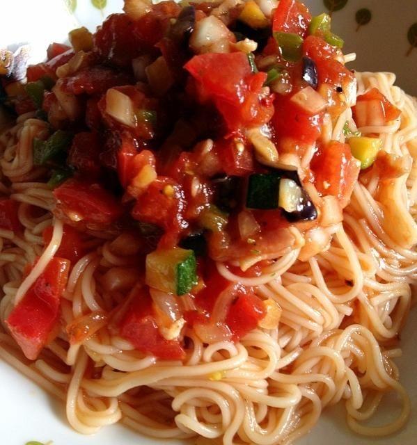 お昼は暑いので白石温麺を冷たーく冷やして夏野菜のトマトソースに絡めて♪ - 109件のもぐもぐ - トマトと夏野菜の冷製白石温麺 by fighterscurry