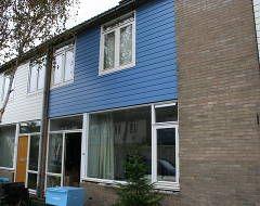 Renovatie Vergulde Draeckweg e.o. - Hoek van Holland. Een grootscheepse renovatie van 199 woningen. Alle houten ramen zijn vervangen door BUVA ISO 2000 hardglazen klepramen met whitco uitzetter. Ventilatieroosters zijn vervangen. Er zijn FitStreaam en TopStream roosters geplaatst. Alle ramen en deuren zijn voorzien van A4 tochtprofielen. De buitendeuren zijn ook nog voorzien van veiligheidsbeslag en nieuwe veiligheidscilinders.